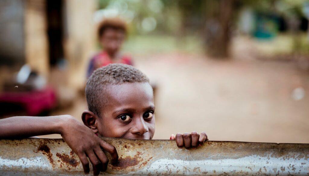 pojke i fattigt land